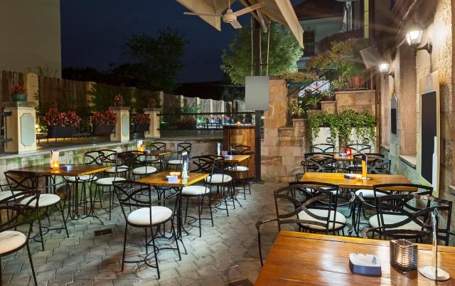 Restaurant Outdoor Furniture (5).jpeg